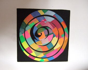 Outstanding design on multicolored leather spiral.