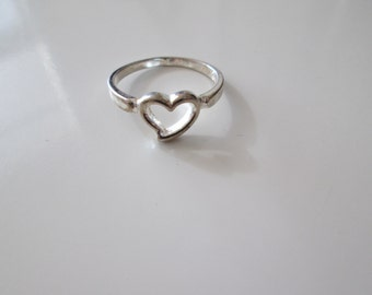 Sterling silver Vintage Thin Heart ring, size 9