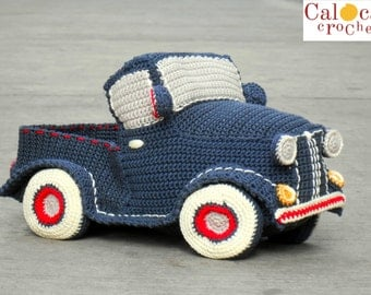Pattern classic vintage pickup truck amigurumi. By Caloca Crochet.