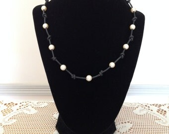 White Pearls on Leather Knotted Black Greek Leather Necklace, Freshwater Pearl Jewelry,Beach Necklace,Boho,Wedding Jewelry,Birthstone Gift