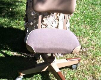 Desk Chair,Office Chair,Mid Century Chair,Upholstered Desk Chair,Swivel Desk Chair,Swivel Chair,Steelcase,Steelcase Chair,Industrial Chair