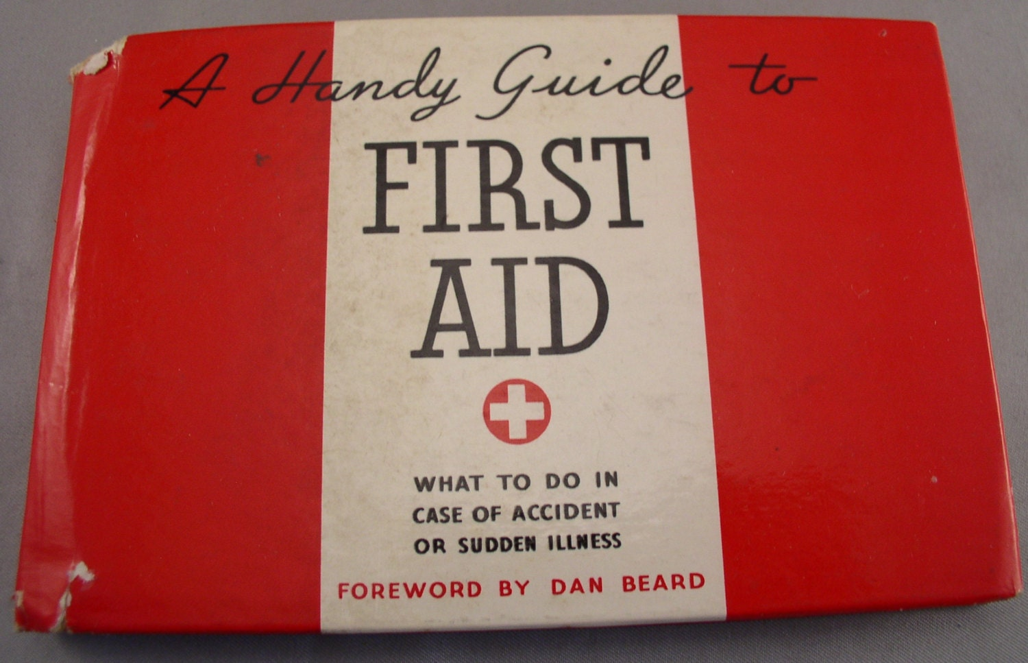 pocket guide on first aid Knowing how to make a first aid kit for hiking along with some basic first aid   this pocket guide is a great reference that will help you use your first aid kit in an .