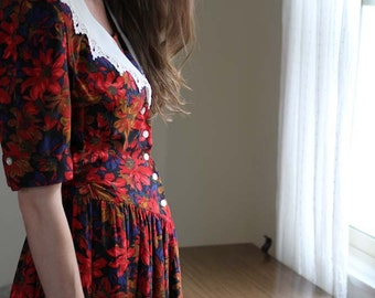 Vintage Holiday Dress with Poinsettia Print, Lace collar
