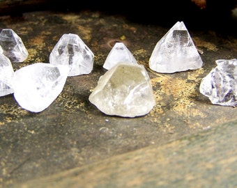 Apophyllite pyramid irregular / imperfect small- clear zeolite mineral crystal point - crystal - geometric shape triangle clear apophylite