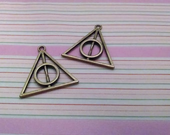 Bronze Triangle Charms (EMB-116)