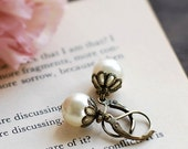 Cream Ivory Pearl Earrings. Wedding Bridal Vintage Style Antiqued Brass Swarovski Cream Pearl Earrings. Lever Back, Bridesmaids Gift