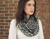 marled infinity scarf in black/cream