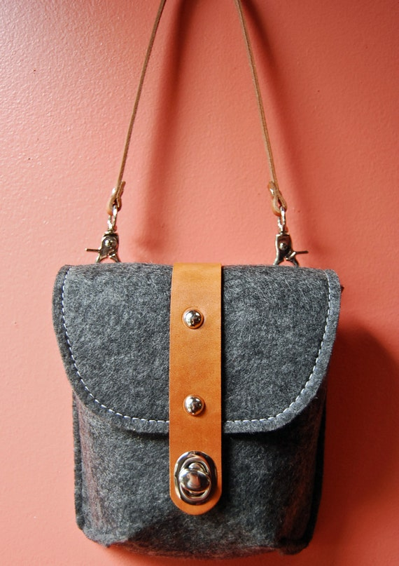 Hip Bag - Felt and Leather - Belt Bag - Vegetable Tanned Leather and Grey Felt - Belt Purse Handbag