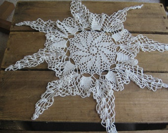 White Star Crochet Doily, Cottage Chic Vanity Scarf, White Table Linen, 8 point Star Doily, Crocheted Doily, White Vanity Scarf