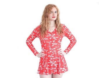 70's NOVELTY ANIMAL SAFARI Print Red & White Long Sleeve Mini Skater Dress || Vintage || Extra Small/Small