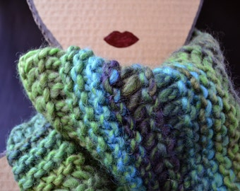 Chunky & Colorful Cowl - Green Knit Cowl Scarf - Women Gift - Handknit  Scarf - Free Gift Bag