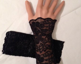 1 Pair of lacy wrist cuffs (very stretchy)