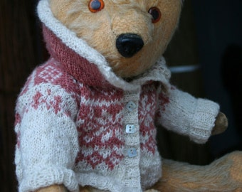 Georgeous antique Teddy Bear with Norweigan handspun sweater