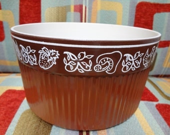 NordicWare Souffle' Dish - Chicks and Cheese, Brown Casserole Bakeware