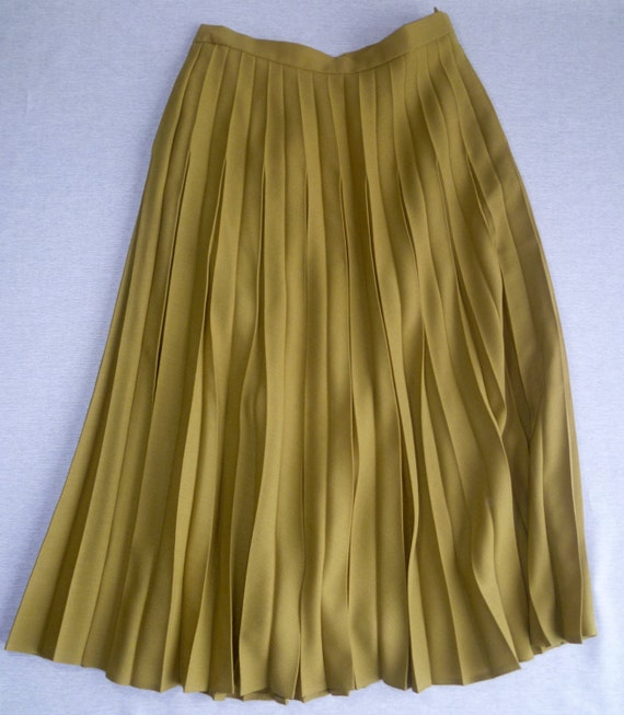 pleated olive green midi skirt 1980 s jacques vert by