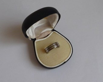 A Lovely Silver & Titanium Wedding Band / Ring - Size R