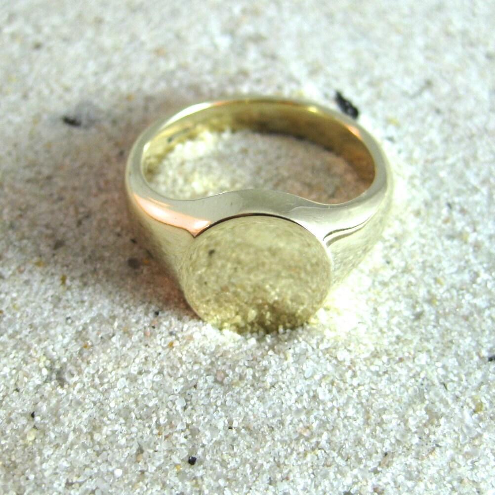 plain 9 carat yellow gold oval signet ring
