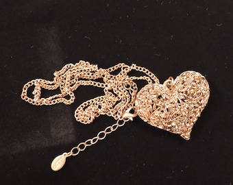 "Vintage Aldo Gold Tone  Heart Floral Necklace 35"""