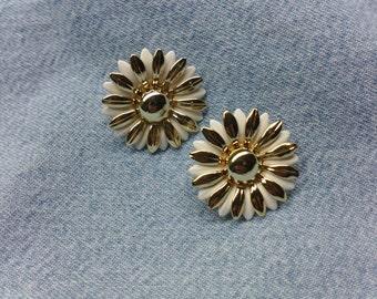 Vintage Clip On Earrings - Gold & White Flower (1960's) #VJ-0053