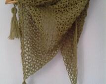 Caldo scialle in lana, warm shawl in wool, dark green,  shawl, crocheted shawl, handmade, made in Italy