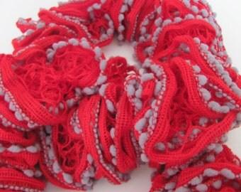 """Type """"boa"""" scarf."""
