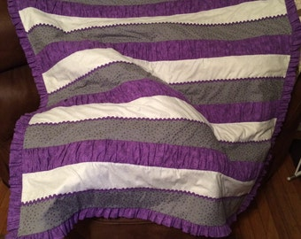 modern striped quilt with a ruffle binding.