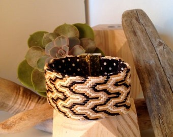 "Embroidered cuff ""Chic"""