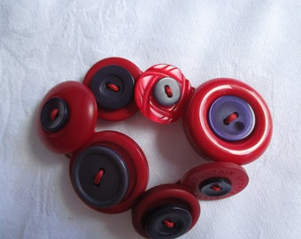 Button bracelet-red and purple