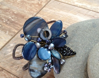 Handmade beaded navy blue flower bracelet