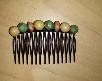 Vintage look beaded comb