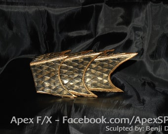 Dragon Scale Gaunlet (Single) - Costume Accessory