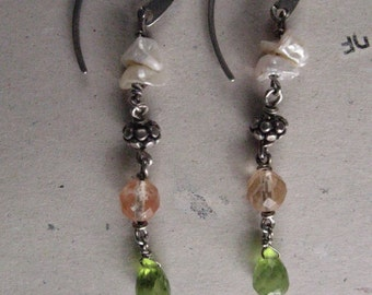 Long earrings with keshi pearls , quartz and finished with a tear peridot .