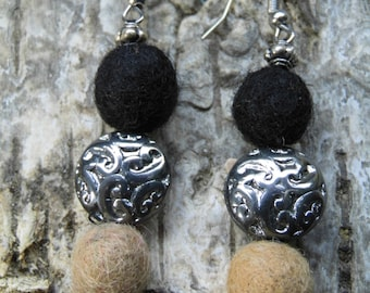 """Earrings """"Queenty"""" made of felt, metal and glass beads"""