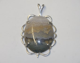 Prudent Man Agate Pendent