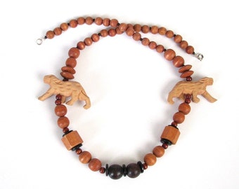 SALE vintage wood animal totem necklace . chunky carved 70s / 80s animal necklace . tribal safari jewelry