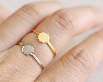scalloped circle ring . tiny sun ring . tiny circle ring . silver or gold circle ring . scalloped jewelry // PTSS
