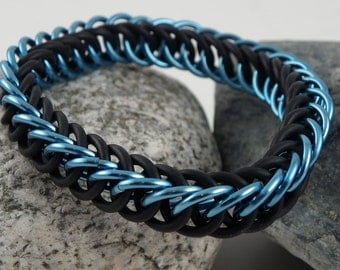 Chainmaille Bracelet - Stretchy Half Persian 4-in-1 - Black and Sky Blue