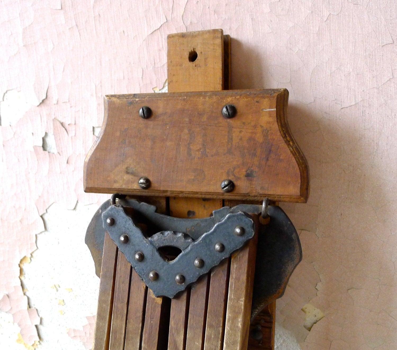 antique eureka pliant bois mur v tements v tements s che linge. Black Bedroom Furniture Sets. Home Design Ideas