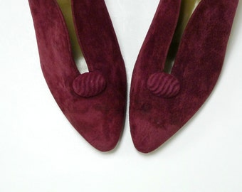 CRANBERRY CARRIAGE COURT . vintage suede heeled pumps . size 7 1/2 M