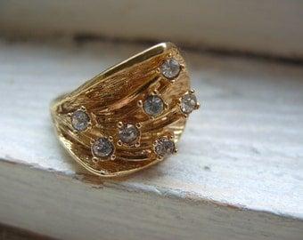 FREE SHIPPING Vintage Goldtone Rhinestone Modern Style Ring Size 7