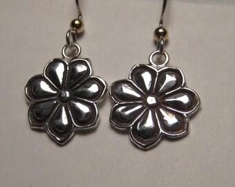Sterling Silver Flower earrings ............   e742