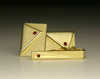 Vintage Swank Cufflinks 1960-1970s Gold tone with red rhinestone with tie bar