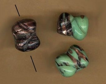 vintage aventurina art glass beads, green black aventurina bone shape 17mm x 14mm beads SIX unusual beads