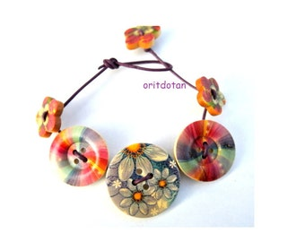 Button jewelry bracelet made of wood buttons floral colorful beautiful
