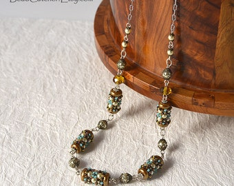 Beadwoven necklace with pearls