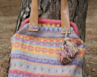 Knitted fair isle bag - print handbag purple-beige-yellow-greyblue-pink, hand bag, beige leather handles,bag feet,hand knitt,felted,large