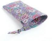 flower eyeglass case. grey pink daisy floral sunglasses drawstring bag. padded glasses pouch. teen tween girl gift