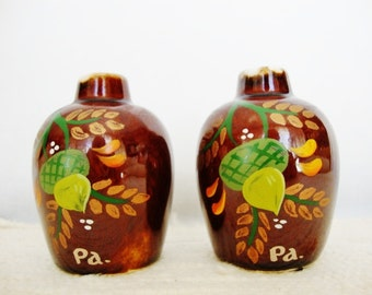 vintage acorn salt and pepper shakers PA souvenir 1970