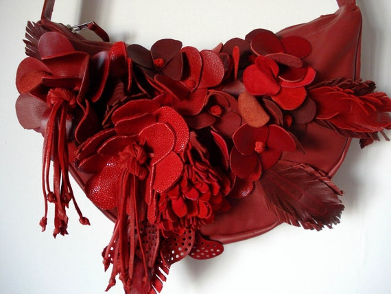Handmade bouquet crescent bag in red leather and suede for Crescent bouquet
