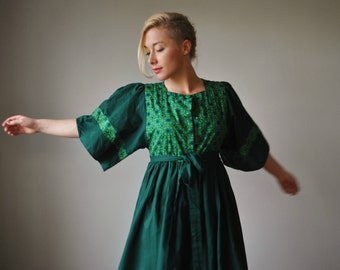 1970s Green Folk Floral Dress~Size Extra Small to Small